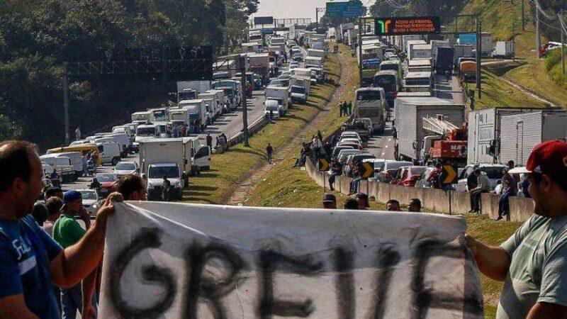 Confirmada para segunda-feira, 1º de fevereiro, a greve nacional dos caminhoneiros que alegam situação pior que 2018