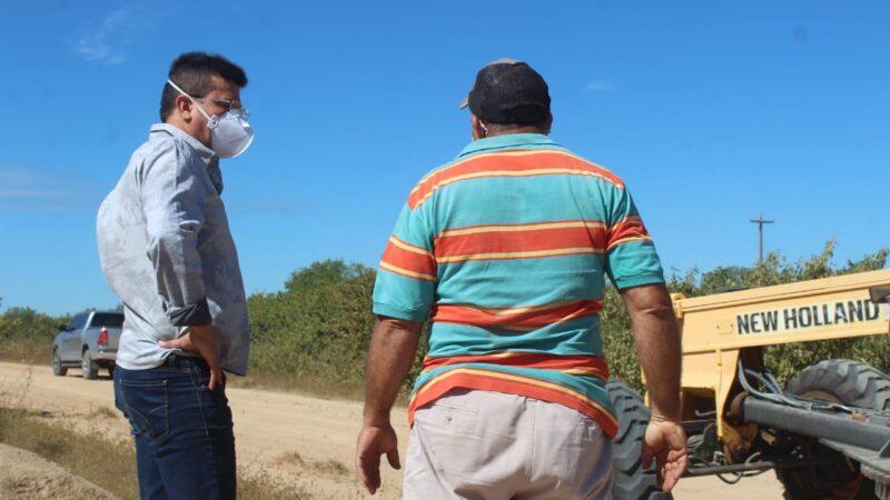 Gestão municipal inicia serviço de terraplanagem da estrada do Santo Antônio em Caraúbas