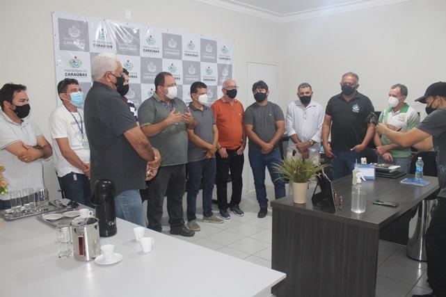 Prefeito Juninho Alves se reúne com representantes da Caern para discutir melhorias na distribuição de água em Caraúbas