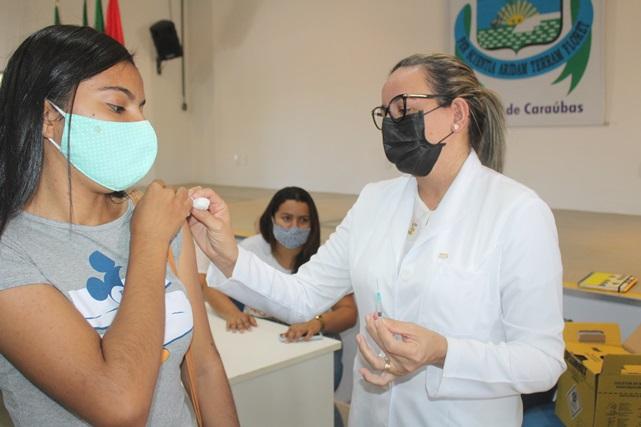 Servidores da Ufersa de Caraúbas completam seu ciclo com vacinação contra Covid-19