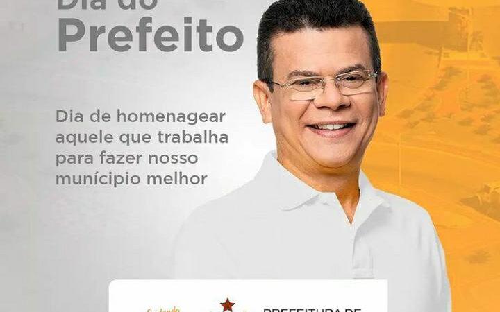 Prefeito de Caraúbas, Juninho Alves recebe homenagem pelo Dia do Prefeito